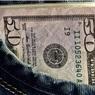 Россияне четвертый месяц подряд сокращают валютные сбережения в банках
