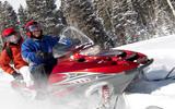 На Шпицбергене снегоходы с девятью россиянами ушли под лед