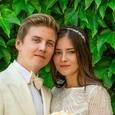 Жена старшего сына Валерии впервые вышла в свет с новой звездной семьей