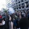 В США белые активисты запустили флеш-моб с коленопреклонением перед темнокожими