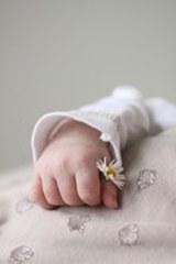 В Москве неизвестные оставили на морозе на улице новорожденного ребенка