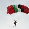 Россиянин задержан в Пекине за прыжок с парашютом с небоскреба