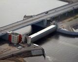 Петербургу угрожает наводнение - в городе закрыли дамбы