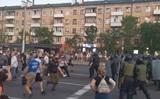 В Бресте начались столкновения протестующих с ОМОНом