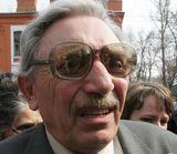 Отец Ходорковского не стал отвечать на большинство вопросов следователя