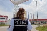 В Германии на гипермаркет упал самолет