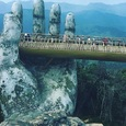 Во Вьетнаме открылся новый «Золотой мост», опирающийся на две гигантские руки