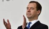 Медведев поддержал поправки к законопроекту о перерасчете надбавок к пенсиям