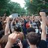 На фото с протестов в США заметили «русского агента»