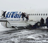 Пассажиры сняли на видео момент жесткого приземления лайнера UTair в Коми