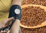 Врачи рассказали, какие семена стоит добавить в еду, чтобы снизить кровяное давление