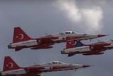 """Летчик из состава пилотажной группы """"Турецкие звезды"""" разбился при крушении самолета"""