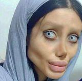 """Девушка-фрик из Ирана прослыла копией """"мертвой"""" Анджелины Джоли"""