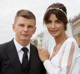 Жена Аршавина подаст в суд на авиакомпанию за жестокое обращение с ее детьми