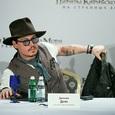 """Поклонники """"Гарри Поттера"""" требуют уволить Джонни Деппа после скандала с Вайнштейном"""