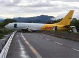 В Италии самолёт DHL выехал прямо на шоссе