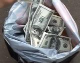 Банк России не намерен ущемлять права желающих хранить сбережения в валюте