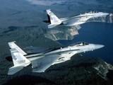 Истребители США конвоируют над Атлантикой самолет