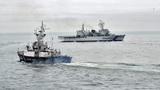 Российский корабль со стрельбой задержал шхуну КНДР