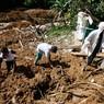Не менее 24-х человек погибли при сходе оползня в Индонезии