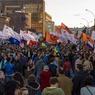 На Марше мира кто-то рвал украинский флаг, остальные просили мира