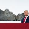 В США новый президент, а старый, между тем, сообщил о кадровых переменах в Пентагоне