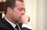 Медведев предупредил о неизбежности более жестких мер в отношении пенсионеров