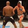 UFC: Возвращение Паука вышло триумфальным, но судьи решили иначе