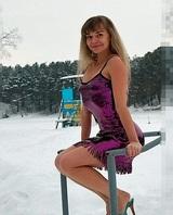 Учительницу из Барнаула уволили за фото в вечернем платье на морозе