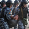 В Киеве активисты и спецназ устроили битву за автобус
