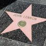 Вандалы осквернили звезду Леннона в Голливуде