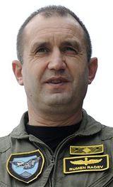Президентом Болгарии избран пророссийский кандидат, генерал Румен Радев
