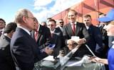 Песков объяснил покупку Путиным мороженого на авиасалонах у одной и той же продавщицы