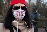 Снова маска: на сей раз популярным нынче средством защиты воспользовался грабитель