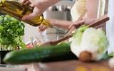 Медики назвали приправы для салатов, которые должны выбирать диабетики