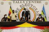 В Уганде опять избрали действующего с 1986 года президента