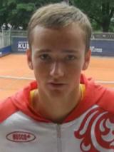 "Теннисист Медведев снят с турнира в США из-за ""расистской"" реплики"