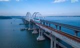 Над Керченским проливом соединили все пролеты железнодорожного моста
