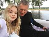 Лиза Пескова решила заработать на продаже усов отца