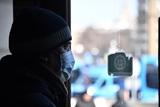 """Старушка из Воткинска за """"свободой"""" полезла в окно второго этажа по простыням"""