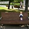 Пользователь сети показал жуткую куклу с «живыми» глазами на кладбище