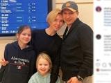 """Море, солнце, """"немальдивы"""": Ягудин заинтриговал фото с семьей у табло международных вылетов"""