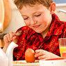 Плотный белковый завтрак спасает подростков от ожирения