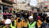 Появилось видео обрушения дома в Стамбуле