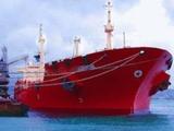 К застрявшему у берегов Сахалина танкеру проложена насыпь