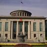 Посольство РФ в Дублине забросали «окровавленными младенцами»