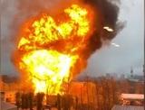 На юге Москвы полыхнул склад с газовыми баллонами