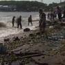 Мощнейший тайфун засыпал россиян морскими деликатесами