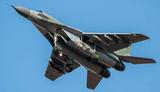 В Ейске МиГ-29 уронил топливные баки во время взлета