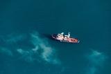 Несколько человек спаслись с затонувшего в водах Малайзии судна